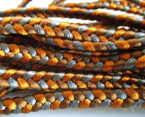 Trecce in pelle con filati e corde